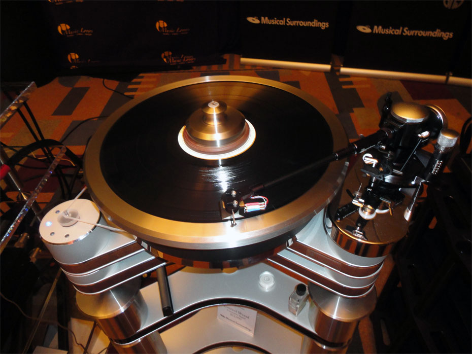 Clearaudio Phantom II Supreme table with Benz Micro LP-S MR cartridge on Grand Prix Audio Rack