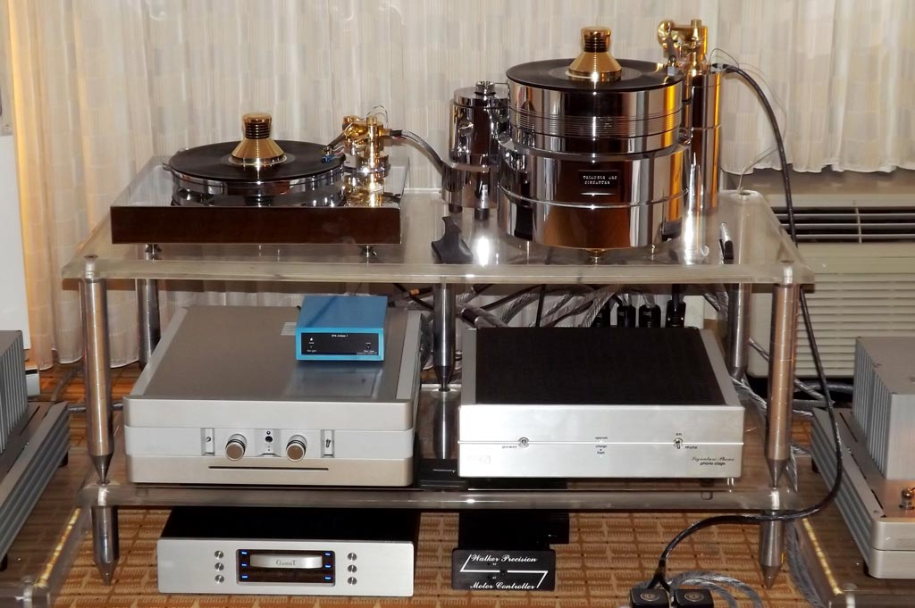 NAT amplifier, preamplifier, and phono stage at RMAF 2013