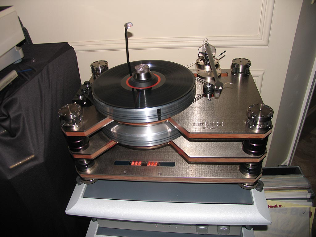 Kronos turntable paired with the Black Beauty tonearm